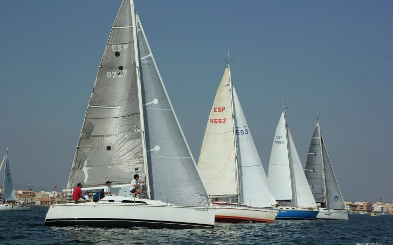 Los participantes en el XXI Trofeo Carabela de Plata dispuestos para competir