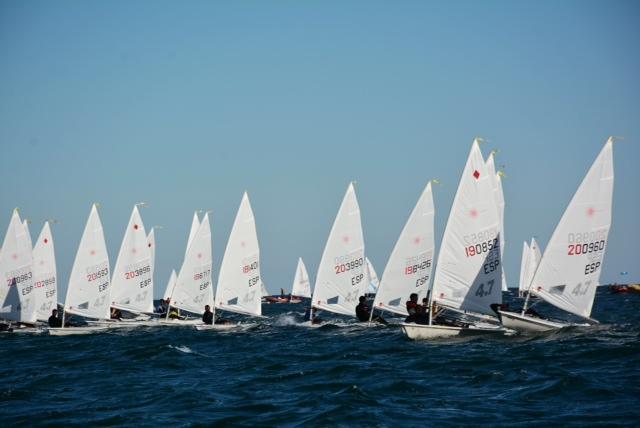 El viento alcanzó rachas de 24 nudos en la segunda jornada del Nacional Laser 4.7
