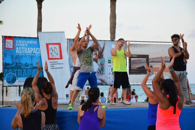 Gran ambiente de música y baile de Zumba Fitness en favor de ASTRAPACE