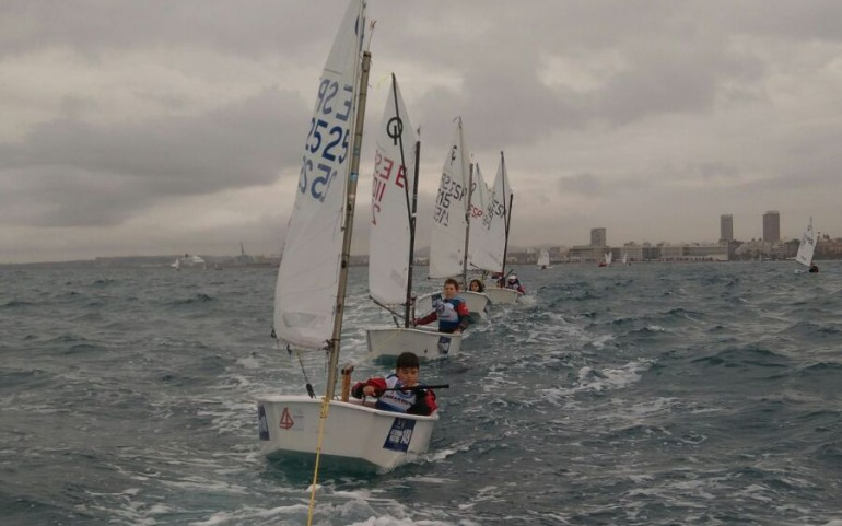 Nuestro equipo de Optimist participó el pasado fin de semana en la 50º Semana Nautica de Alicante.