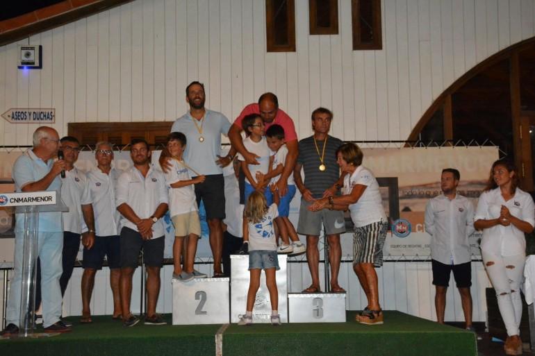 Entrega de trofeos y regalos de las regatas especiales y campeonatos sociales