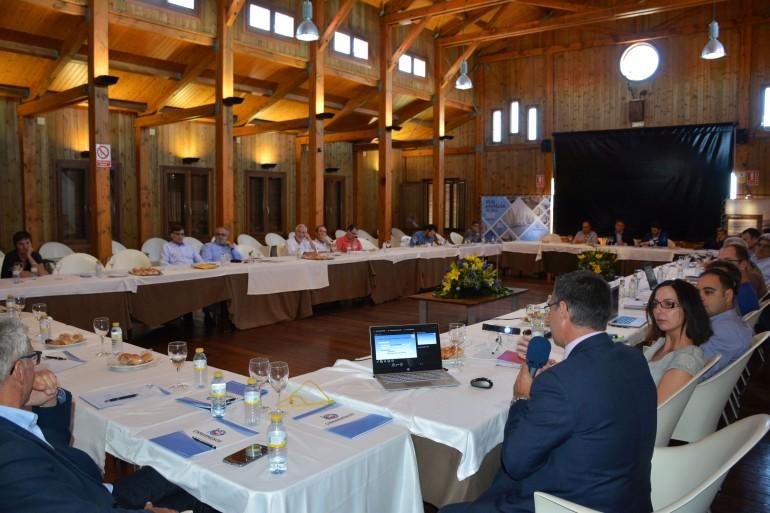 La mesa de trabajo del Comité de Asesoramiento Científico del Mar Menor reunido en el Club Náutico de Los Alcázares