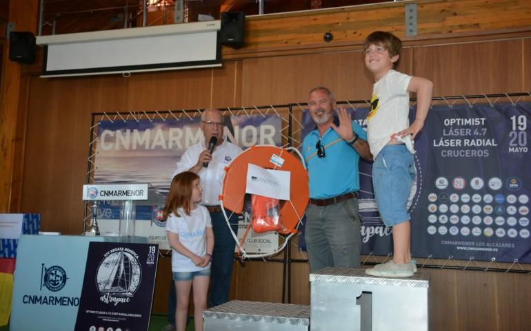 Entrega de trofeos clase Cruceros XIV Regata Benéfica Astrapace (Fotos. CNMM)