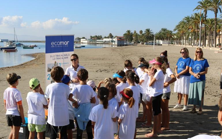 Limpieza de Playas con la FUNDACIÓN ECOMAR