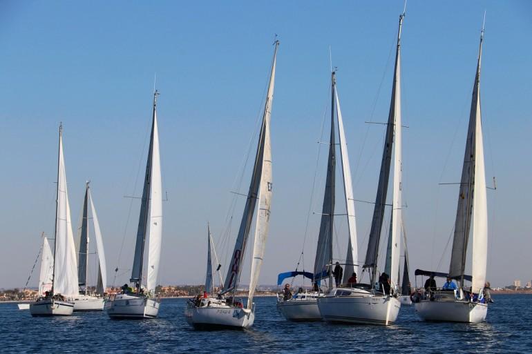 Con un 'hilo' de viento se disputó la regata  G.P. Estrella de Levante del Trofeo Carabela