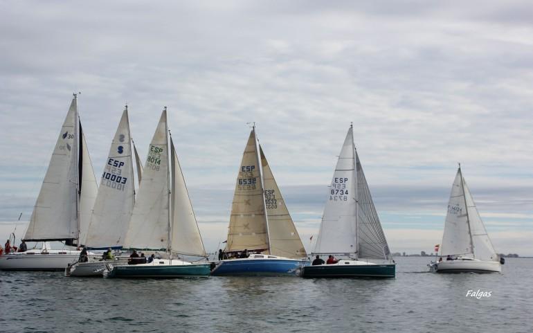 Con un flojo viento de lebeche se reanudó la competición en el XX Trofeo Carabela