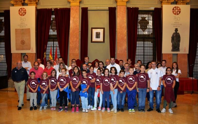 El alcalde de Murcia recibe a los alumnos de la Escuela de Vela del CNMARMENOR (fotos JMFalgas)
