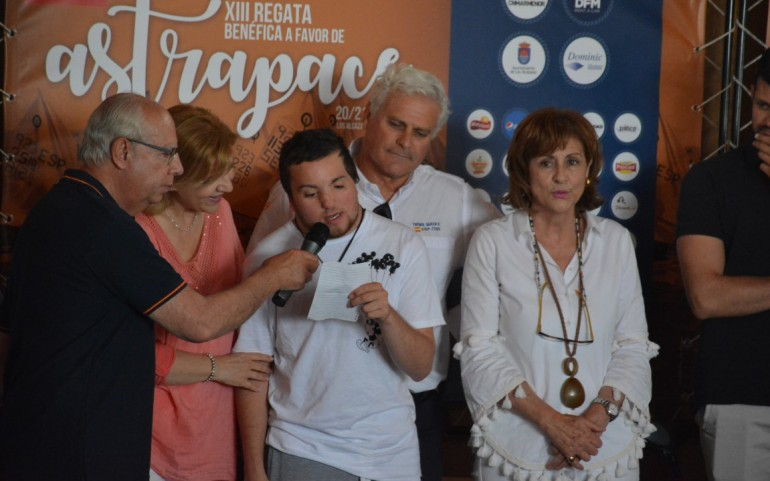 Gran colofón a la XIII Rgtª Astrapace con trofeos y regalos (Fotos: Jorge)