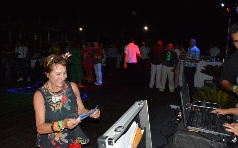 Gran fiesta con música especial de los años 70 y 80 (Fotos: José Mª Falgas)