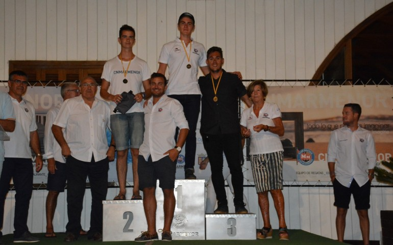 Entrega trofeos campeonatos sociales y regatas Cruceros y Optimist